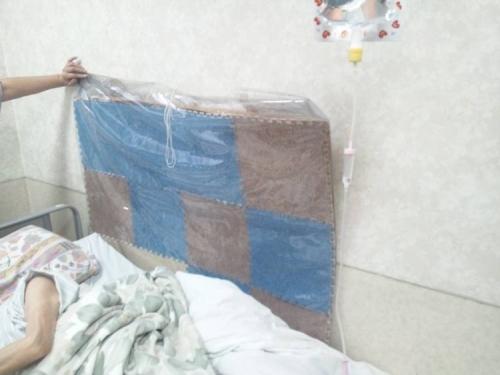 東名裾野病院の病棟に入院する母のベッドの壁にはコレが