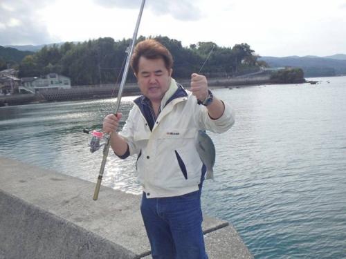 ブログ写真で沼津市平沢で僕が釣り上げた大きめなメジナの写真