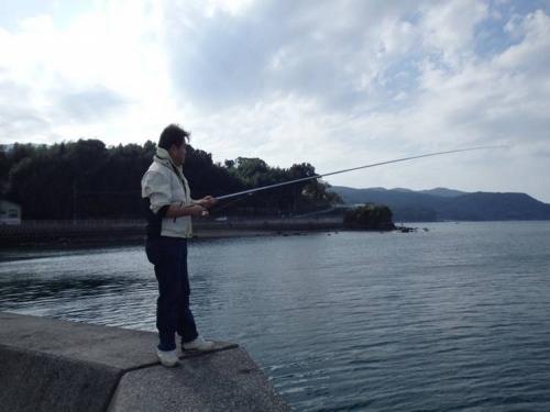ブログ写真にした沼津市平沢にての磯釣りの光景を友人がシャメしてくれた