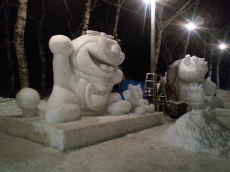 雪像作成中2