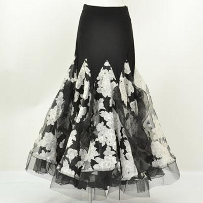 ボリュームデザインスカート