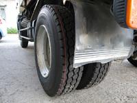 大型トラック後輪タイヤ