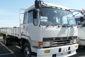 トラックの速度抑制装置