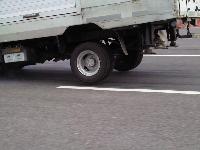 トラック急ブレーキ