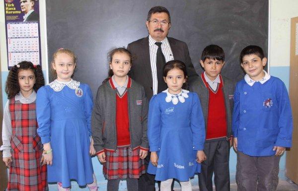 osmanbeyde-okul-kiyafetleri-degisiyor-IHA-20110506AY420095-01.jpg