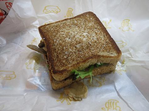 A&W Chicken & Mashroom Deli Sandwich (チキンとキノコのデリサンド) 01