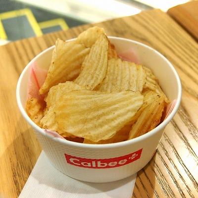 揚げたてポテトチップス チキンタツタ味01@Calbee+ 2014年09月