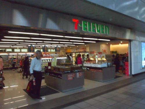 7-Eleven@高雄駅