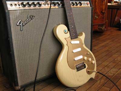 フェンダーツインリバーブアンプとギター