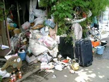ゴミ屋敷 (2)
