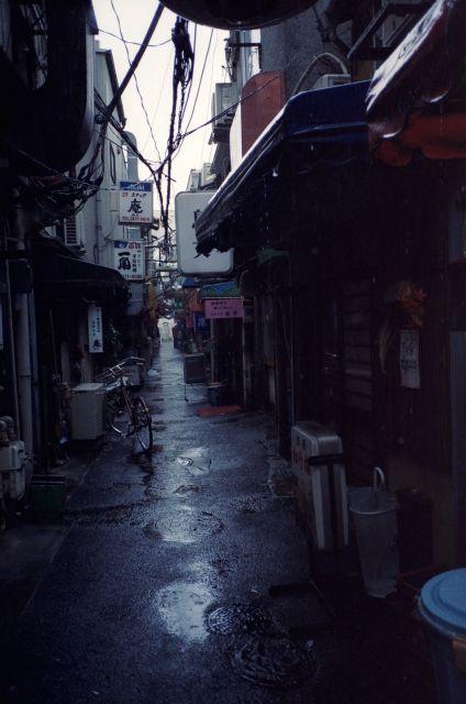 雨の路地01b