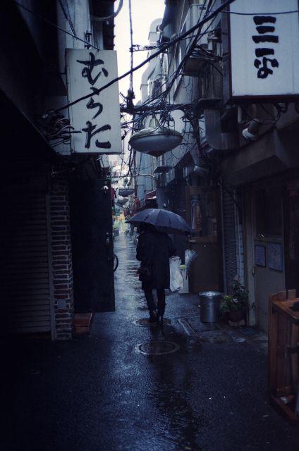 雨の路地01a
