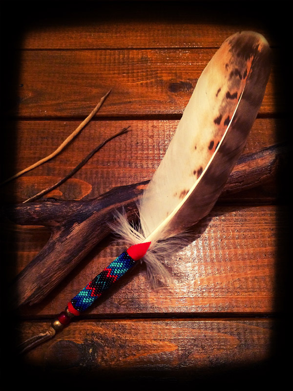 Beaded White Hawk Feather (てくさす Ver ) 02