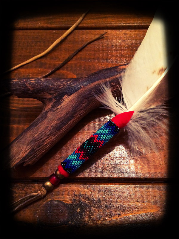 Beaded White Hawk Feather (てくさす Ver ) 03