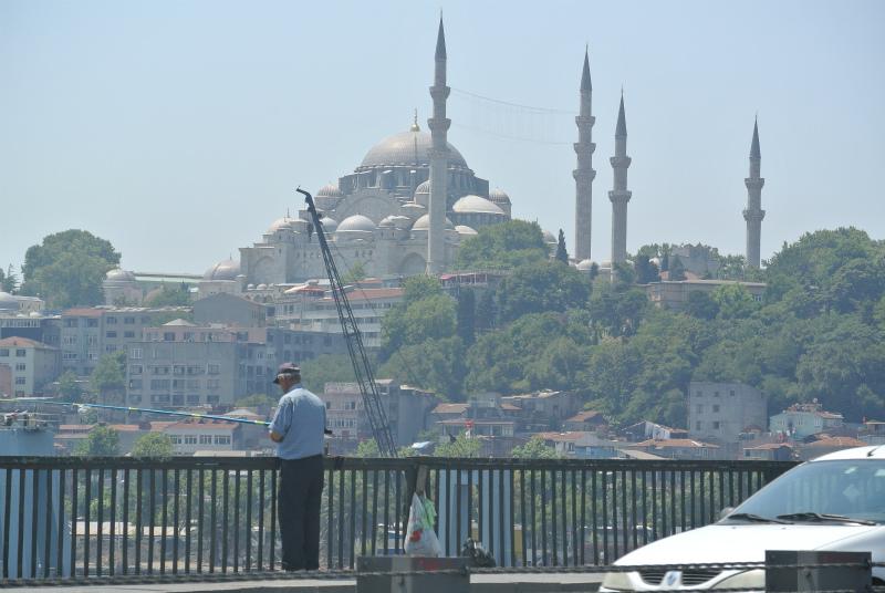 釣り人とモスク