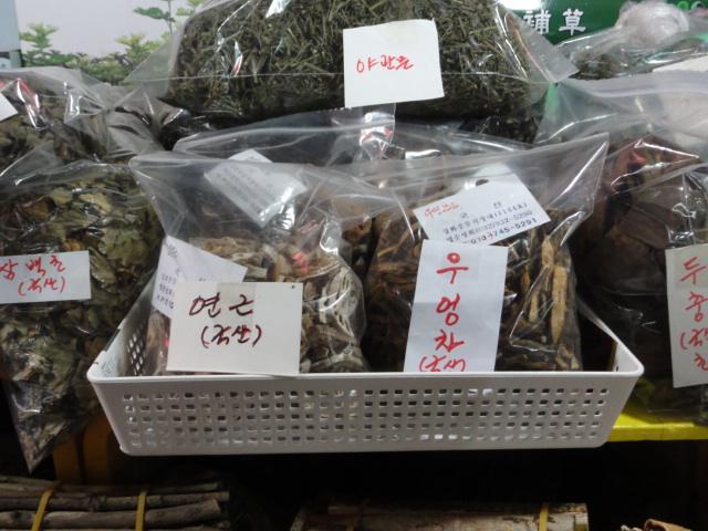 2014年2月8日 江華島風物市場 蓮根とごぼう