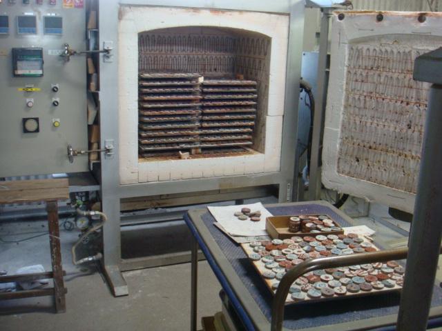 試験場の電気窯