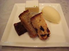 ウェディングケーキと紅茶