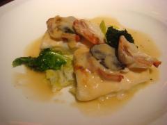 オマール海老と鮃のグラティネ ポロ葱添え トリュフ風味