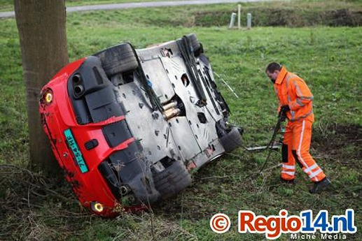 Ferrari-F12Berlinetta-crash-01.jpg