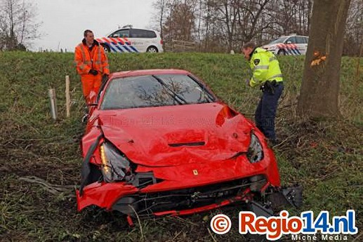 Ferrari-F12Berlinetta-crash-02.jpg
