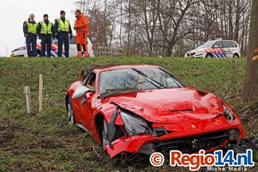 Ferrari-F12Berlinetta-crash-03.jpg