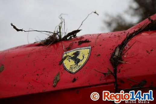 Ferrari-F12Berlinetta-crash-07.jpg