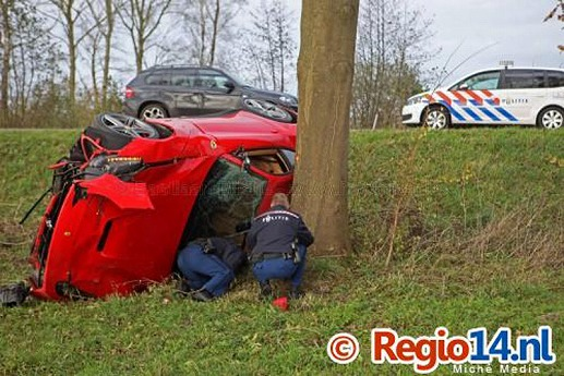 Ferrari-F12Berlinetta-crash-08.jpg