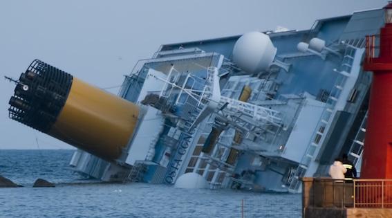 Collision_of_Costa_Concordia_5_crop.jpg