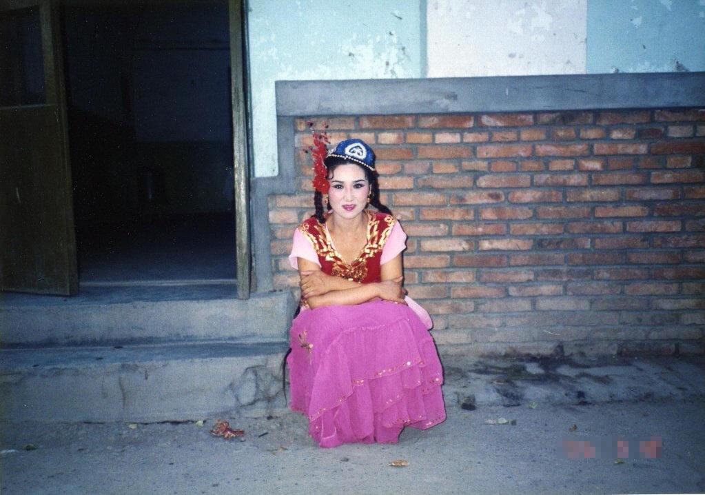 1995.07.10 トルハン 民族舞踊の踊り子