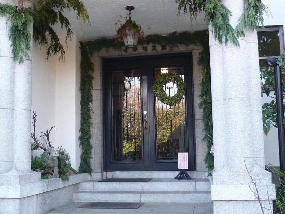 山手のイギリス館 玄関にクリスマス