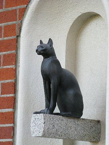 大佛次郎記念館壁面の猫
