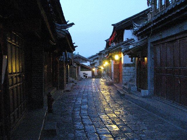 夜明の麗江古城
