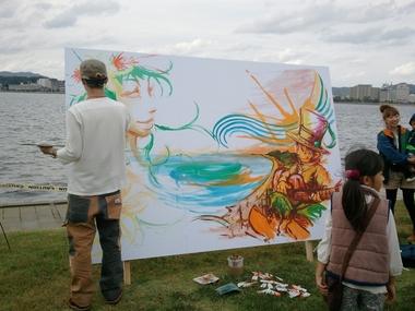 正に水辺の芸術!
