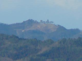 三王山からの尺丈山(ズーム)