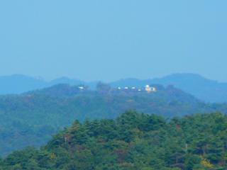 権現山からの花立自然公園の天文台