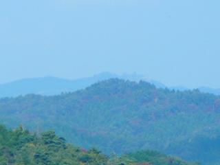 権現山からの尺丈山(ズーム)