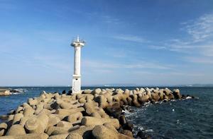 防波堤とテトラポッド