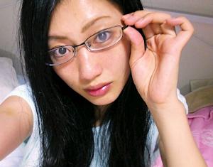眼鏡が先生風?の壇蜜さん