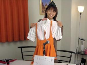 アンミラの衣装を持つ岩男さん