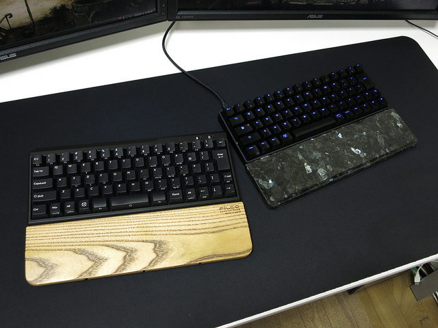 Mechanical_Keyboard_Palmrest2_01.jpg