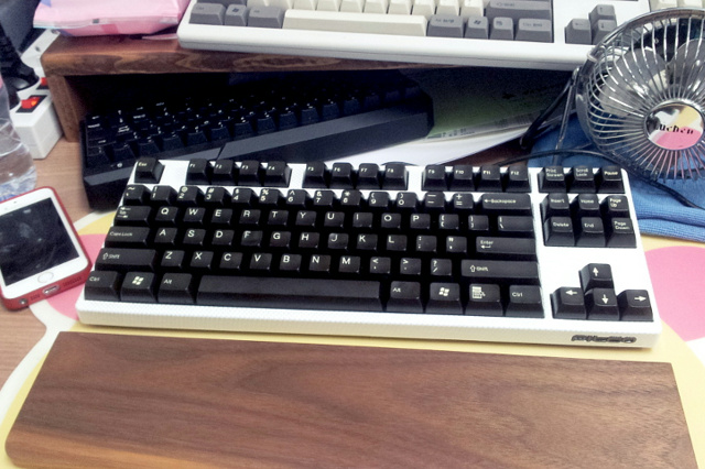 Mechanical_Keyboard_Palmrest2_68.jpg