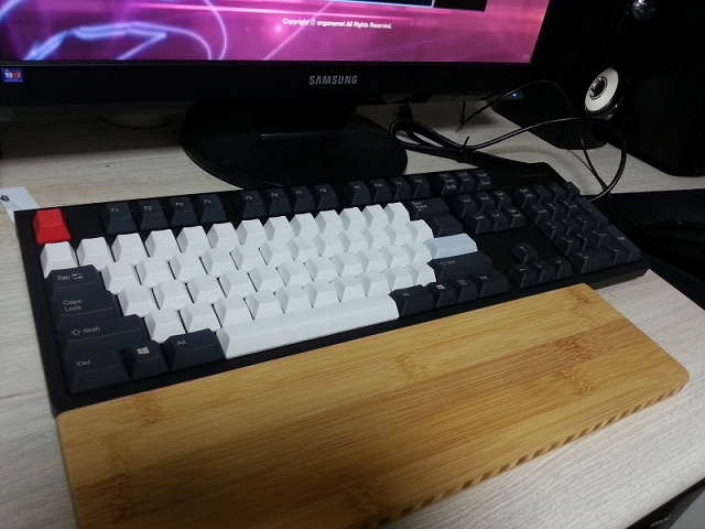 Mechanical_Keyboard_Palmrest2_76.jpg