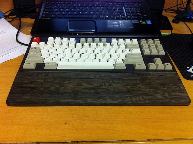 Mechanical_Keyboard_Palmrest2_90.jpg
